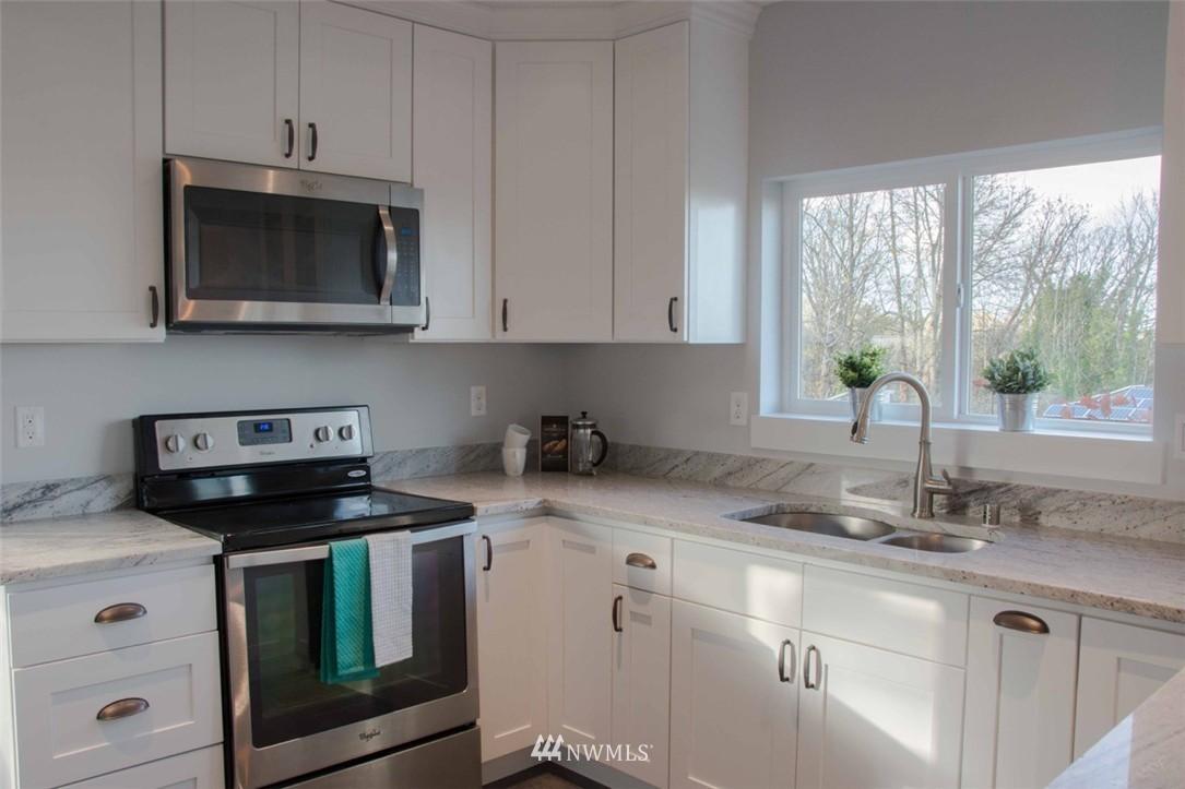 Sold Property | 7303 7th Avenue SW Seattle, WA 98106 10