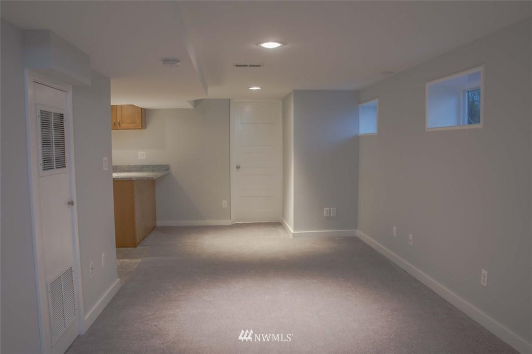 Sold Property | 7303 7th Avenue SW Seattle, WA 98106 15