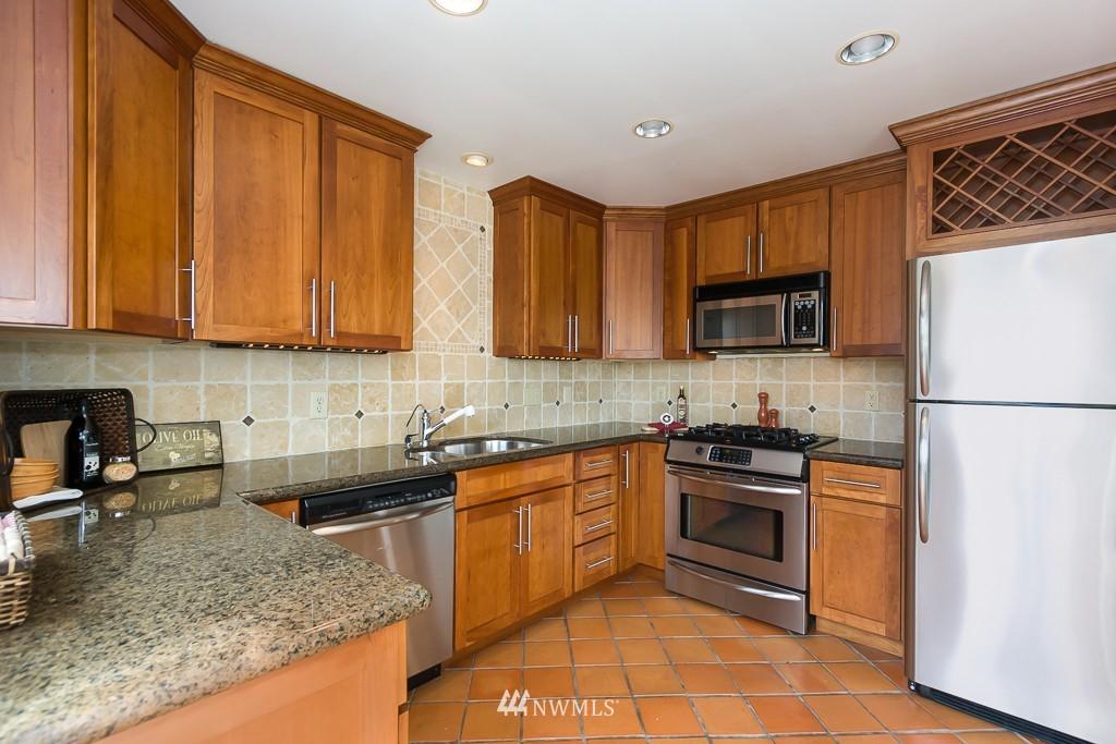 Sold Property | 9416 42nd Avenue NE Seattle, WA 98115 6