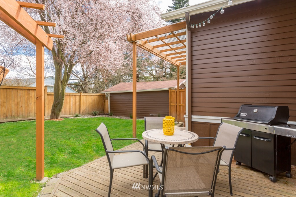 Sold Property   7752 14th Avenue NW Seattle, WA 98117 18