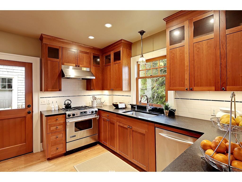 Sold Property | 4608 Eastern Avenue N Seattle, WA 98103 5