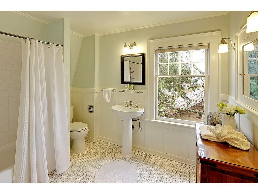 Sold Property | 4608 Eastern Avenue N Seattle, WA 98103 7