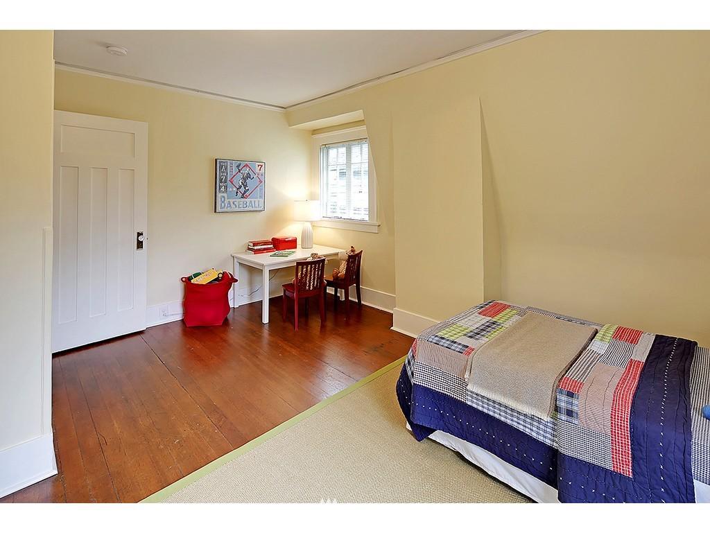 Sold Property | 4608 Eastern Avenue N Seattle, WA 98103 9