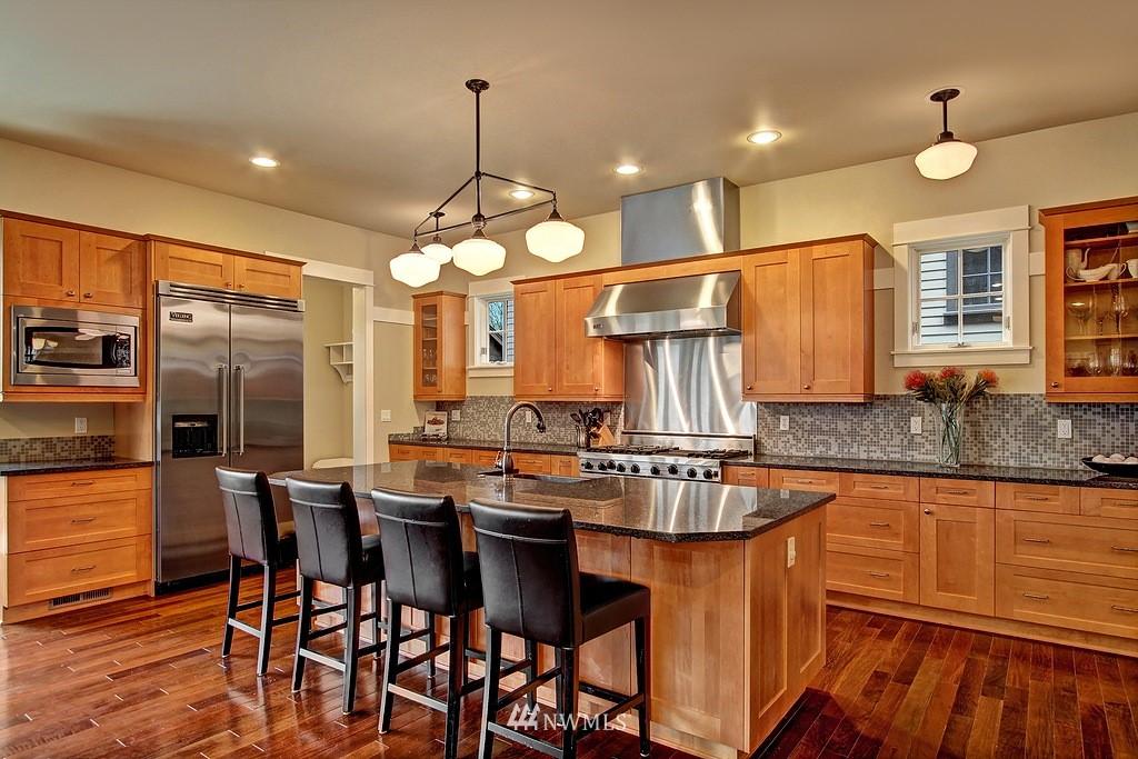 Sold Property | 5726 Kirkwood Place N Seattle, WA 98103 3