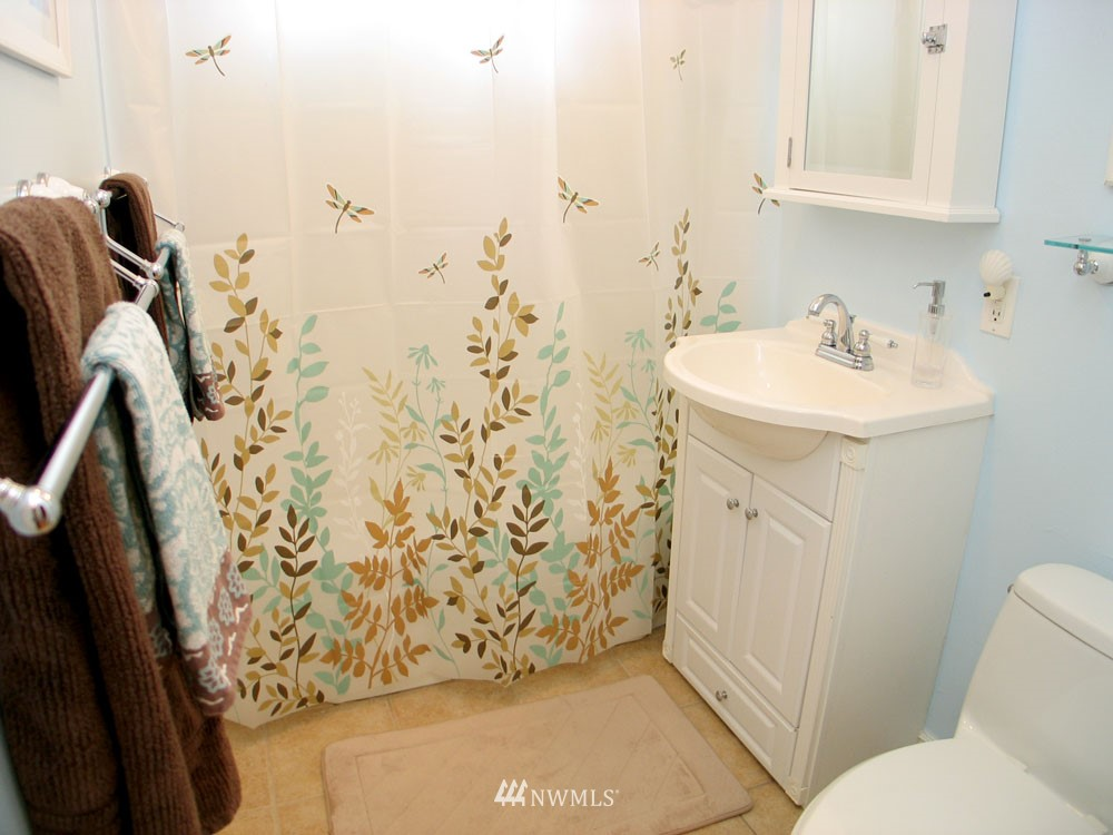 Sold Property | 13563 23rd Avenue NE Seattle, WA 98125 8