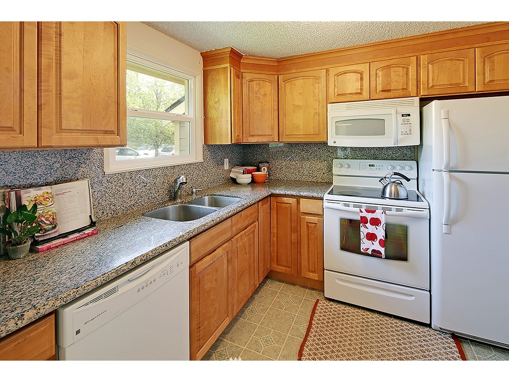 Sold Property   1475 NW 77th Street Seattle, WA 98117 4