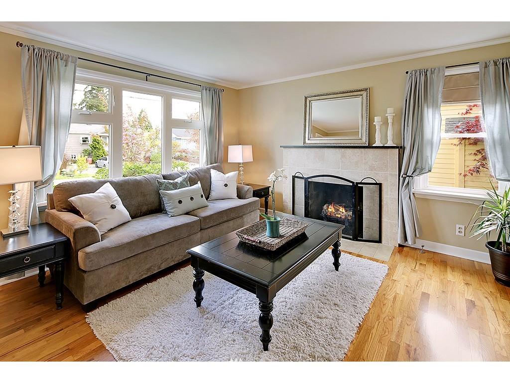 Sold Property | 12033 Dayton Avenue N Seattle, WA 98133 3
