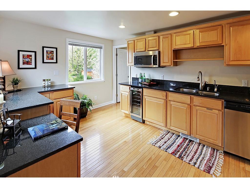 Sold Property | 12033 Dayton Avenue N Seattle, WA 98133 7