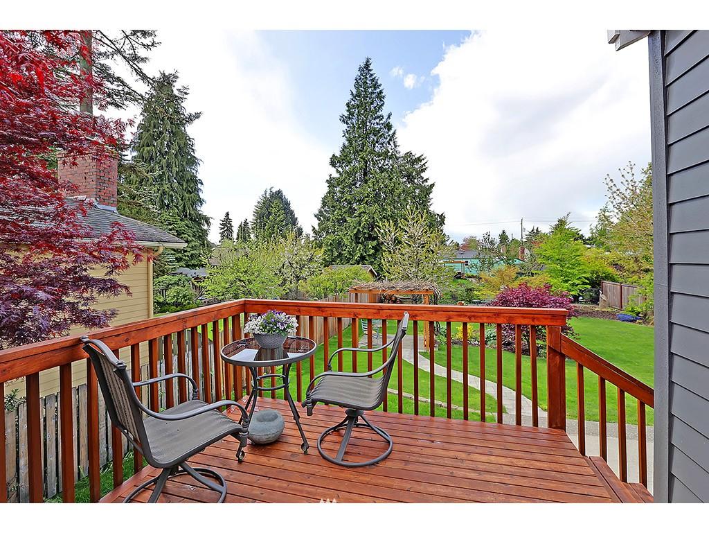 Sold Property | 12033 Dayton Avenue N Seattle, WA 98133 9