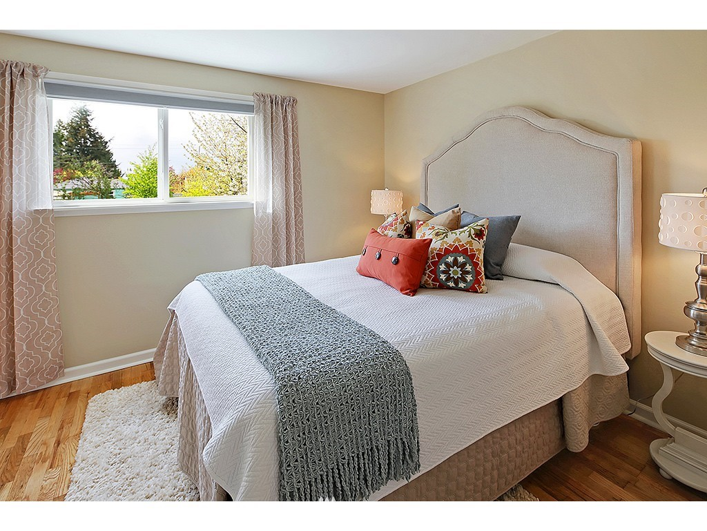 Sold Property | 12033 Dayton Avenue N Seattle, WA 98133 11