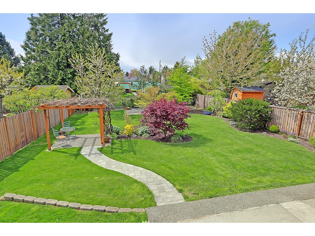 Sold Property | 12033 Dayton Avenue N Seattle, WA 98133 13