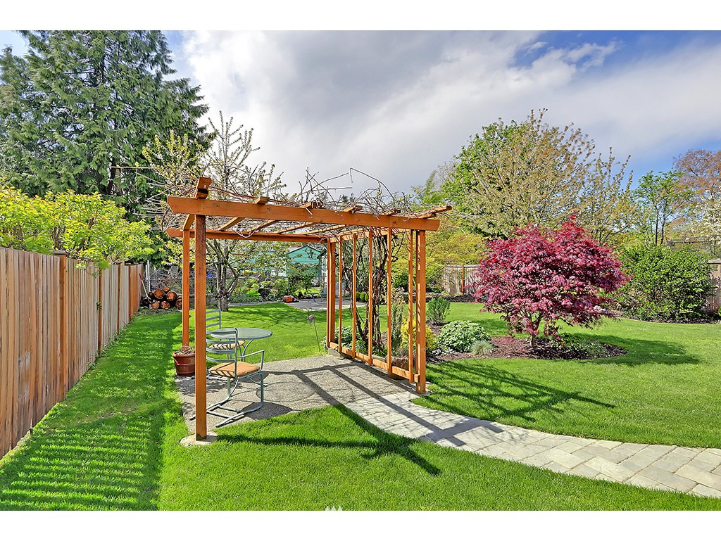 Sold Property | 12033 Dayton Avenue N Seattle, WA 98133 15
