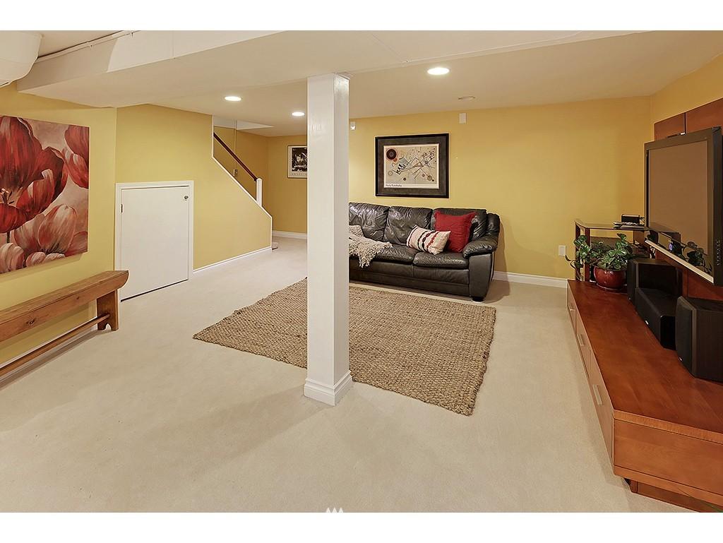 Sold Property | 12033 Dayton Avenue N Seattle, WA 98133 18
