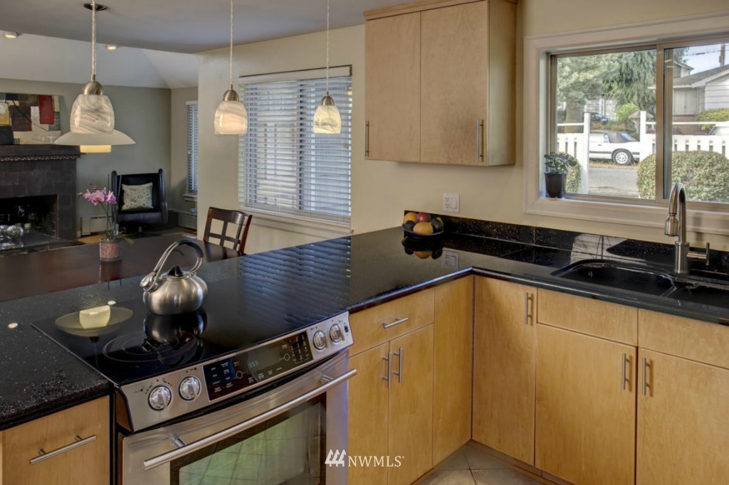 Sold Property | 8520 19th Avenue NW Seattle, WA 98117 1