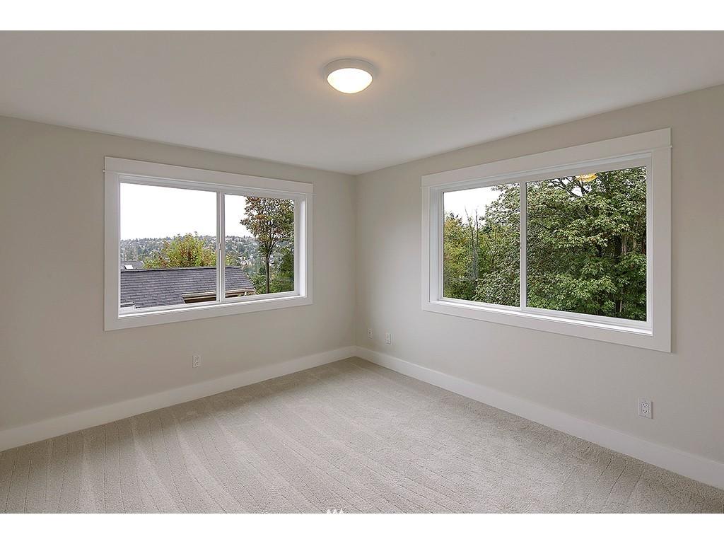 Sold Property | 2904 4th Avenue W Seattle, WA 98119 10