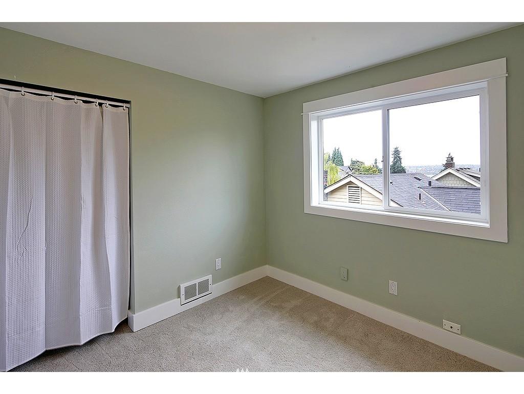 Sold Property | 2904 4th Avenue W Seattle, WA 98119 11