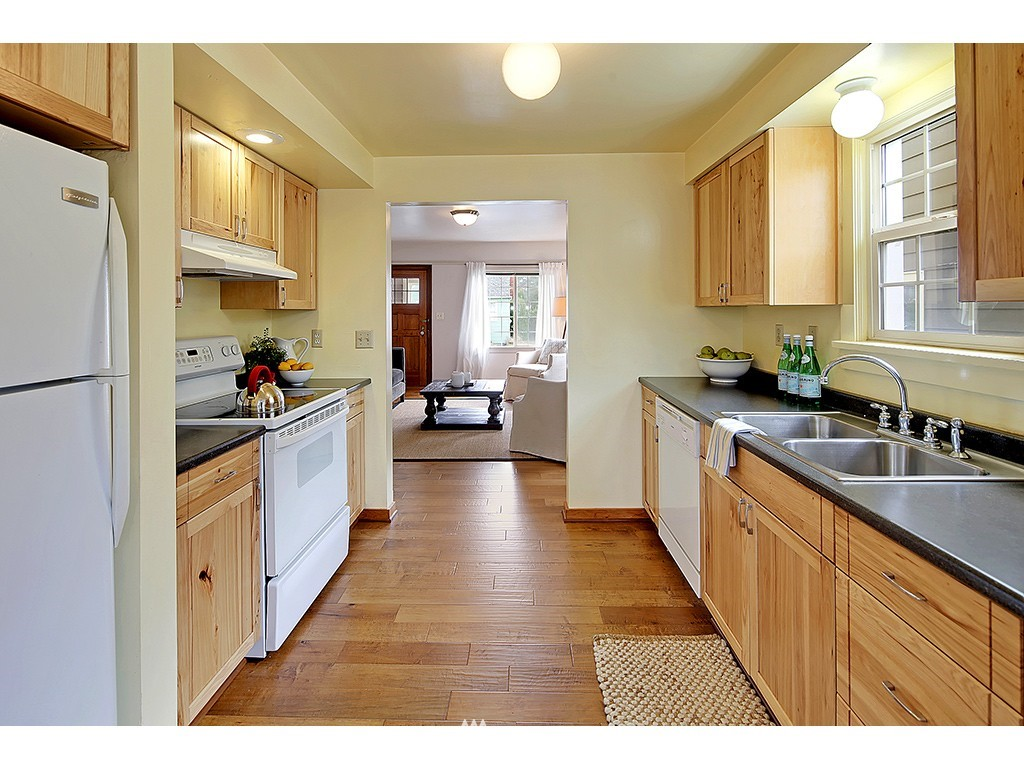 Sold Property | 6549 12th Avenue NW Seattle, WA 98117 3