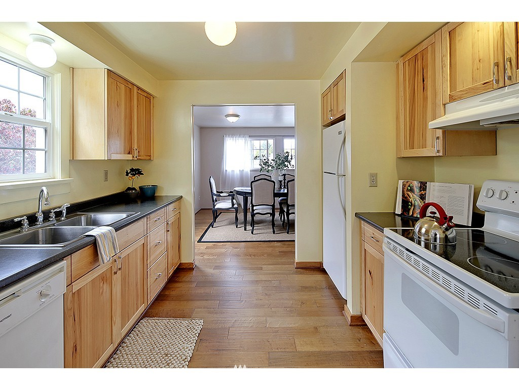Sold Property | 6549 12th Avenue NW Seattle, WA 98117 4