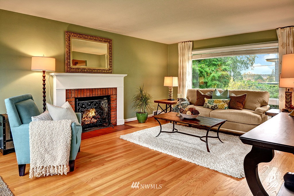 Sold Property | 4519 Stanford Avenue NE Seattle, WA 98105 4