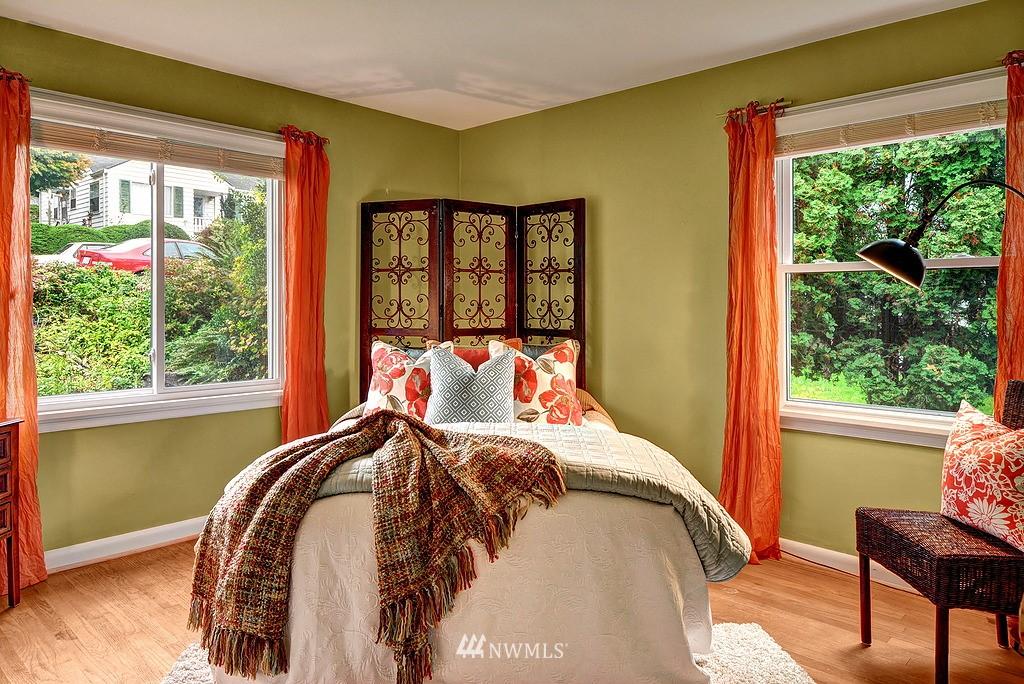 Sold Property | 4519 Stanford Avenue NE Seattle, WA 98105 8