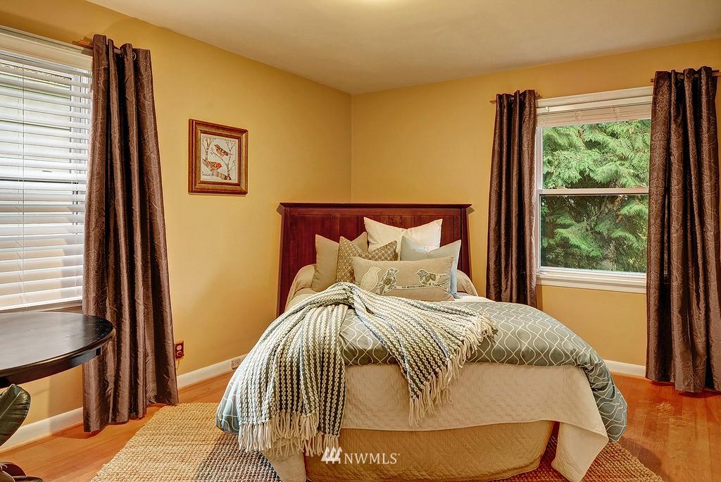 Sold Property | 4519 Stanford Avenue NE Seattle, WA 98105 10