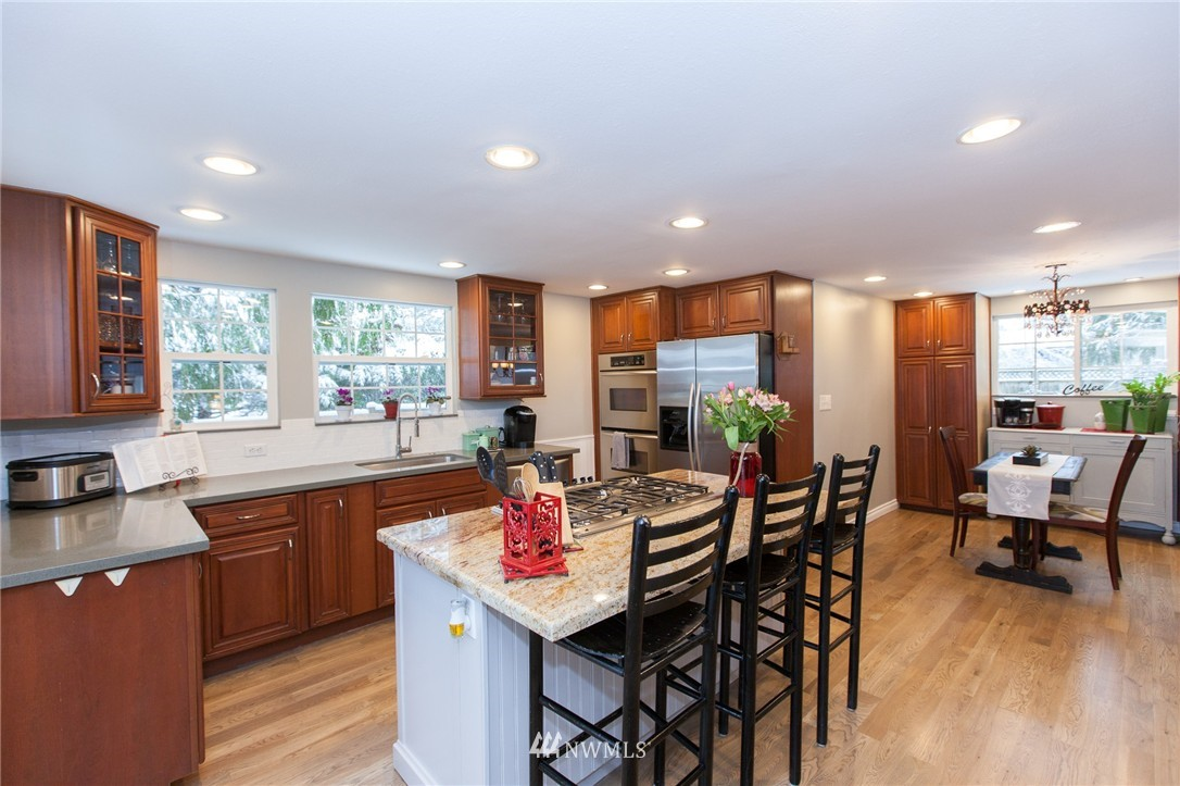 Sold Property   1207 NE 168th Street Shoreline, WA 98155 6