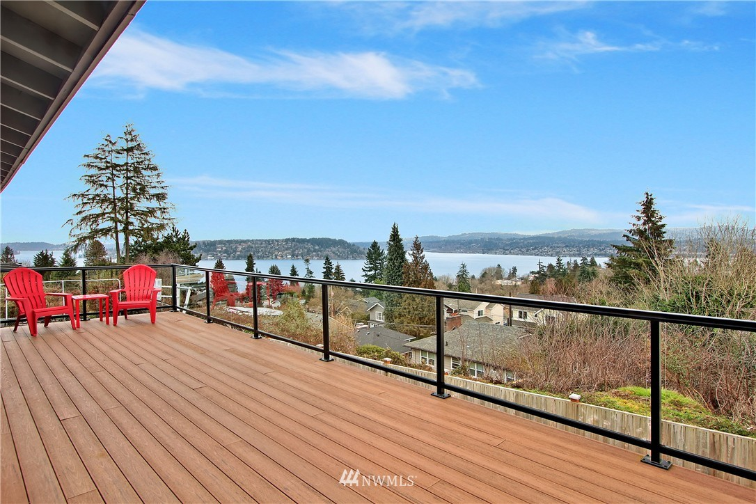 Sold Property | 10430 65th Avenue S Seattle, WA 98178 9