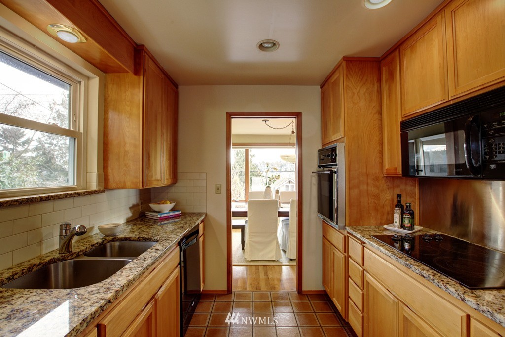 Sold Property   2857 23rd Avenue W Seattle, WA 98199 4