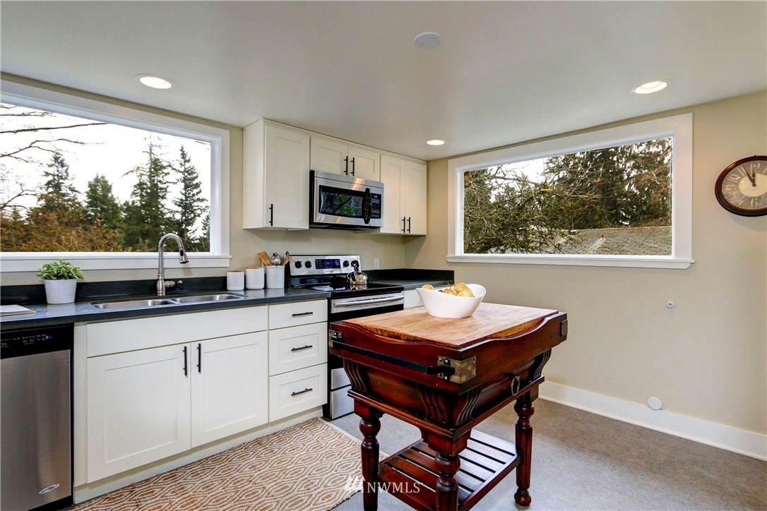 Sold Property   2203 NE 170th Street Shoreline, WA 98155 4