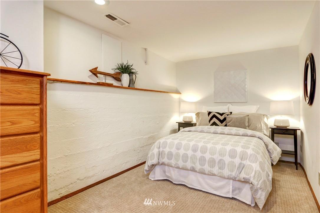Sold Property   2203 NE 170th Street Shoreline, WA 98155 12