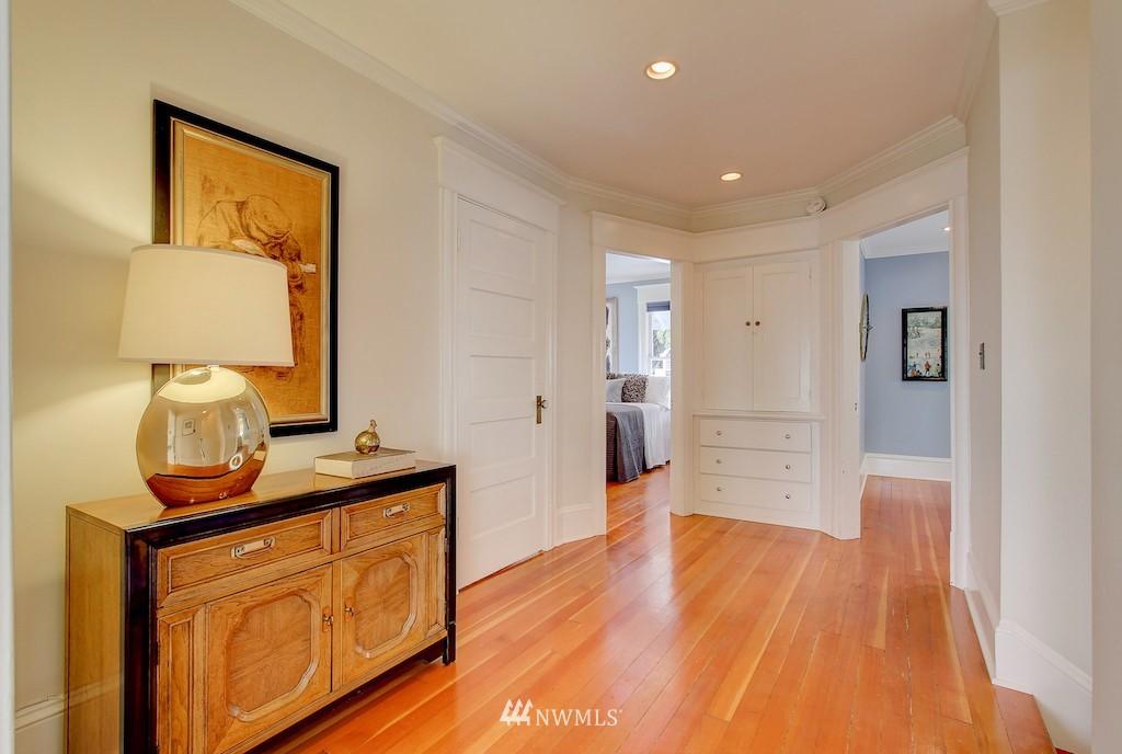 Sold Property   2037 32nd Avenue S Seattle, WA 98144 10