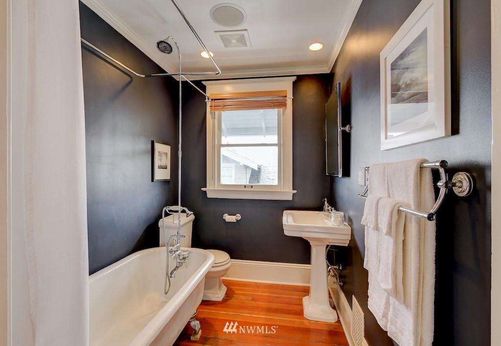 Sold Property   2037 32nd Avenue S Seattle, WA 98144 16