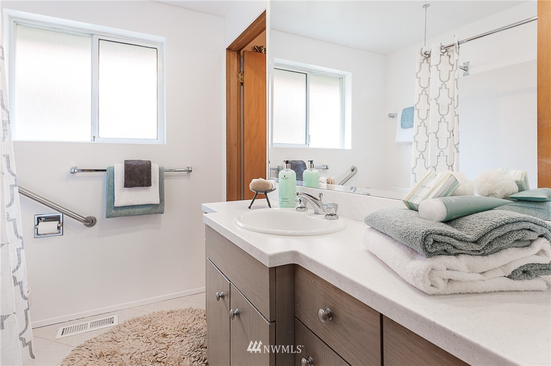 Sold Property | 8029 30th Avenue NE Seattle, WA 98115 14