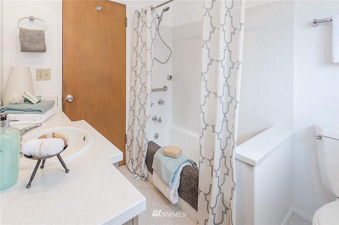 Sold Property | 8029 30th Avenue NE Seattle, WA 98115 16