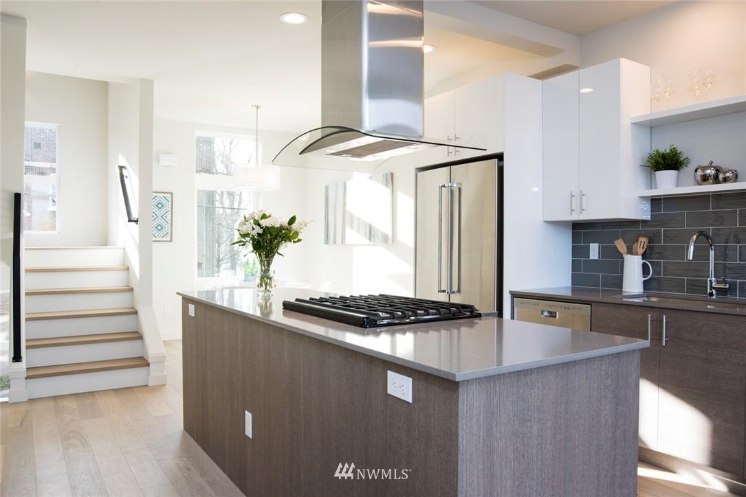 Sold Property | 1608 E Thomas Street Seattle, WA 98112 4