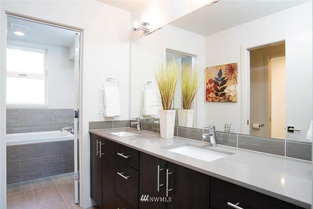 Sold Property | 1608 E Thomas Street Seattle, WA 98112 12