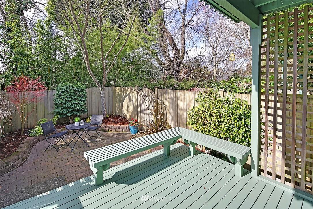 Sold Property | 7423 Sunnyside Avenue N Seattle, WA 98103 15