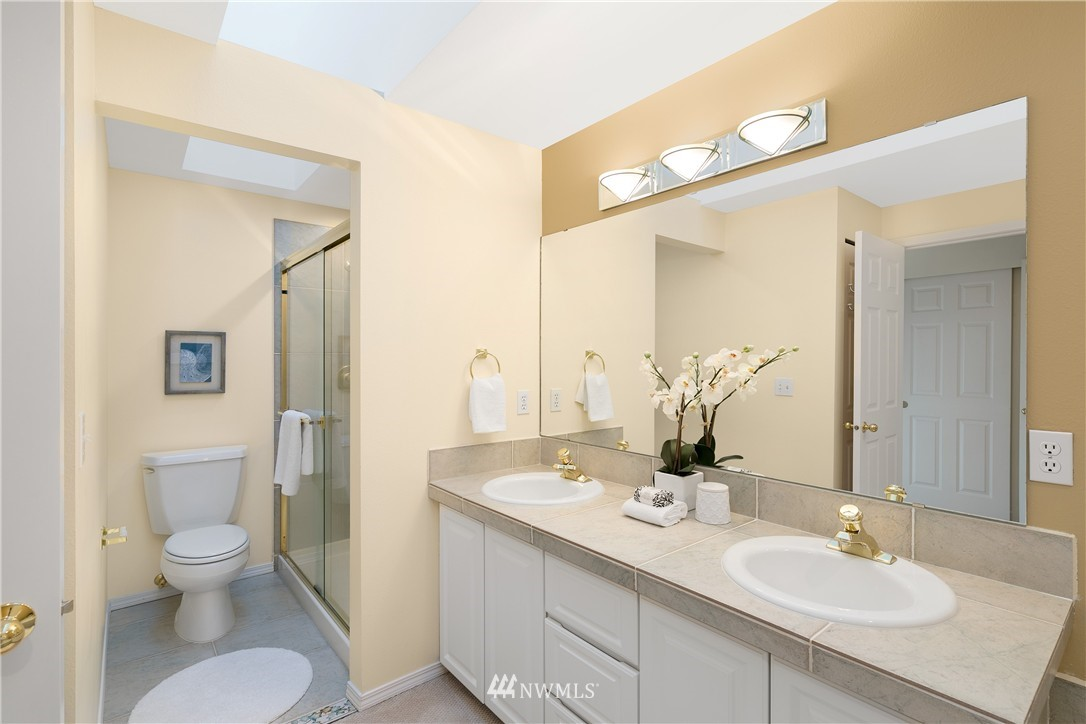 Sold Property | 7423 Sunnyside Avenue N Seattle, WA 98103 8