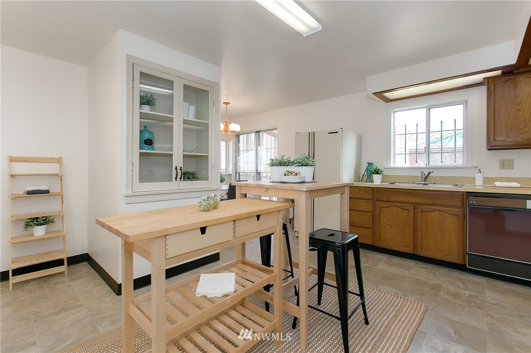 Sold Property | 5956 28th Avenue S Seattle, WA 98108 6