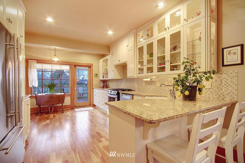 Sold Property | 6513 Sunnyside Avenue N Seattle, WA 98103 4