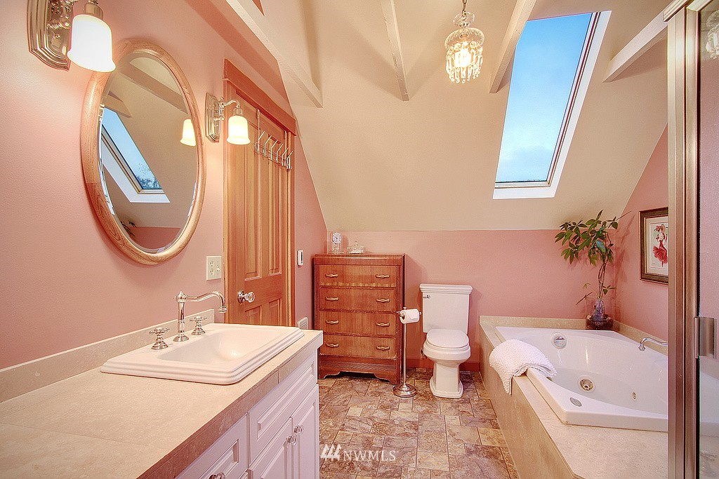 Sold Property | 6513 Sunnyside Avenue N Seattle, WA 98103 10
