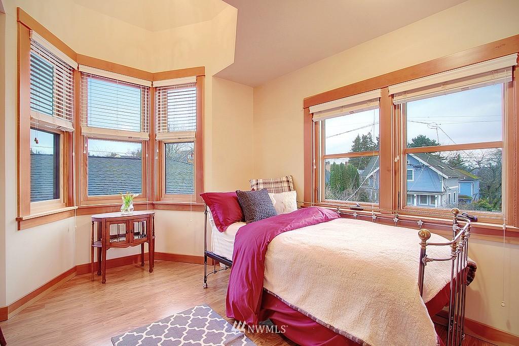 Sold Property | 6513 Sunnyside Avenue N Seattle, WA 98103 11