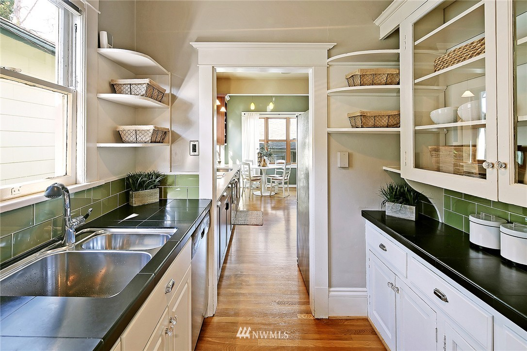 Sold Property   418 N 61st Street Seattle, WA 98103 10