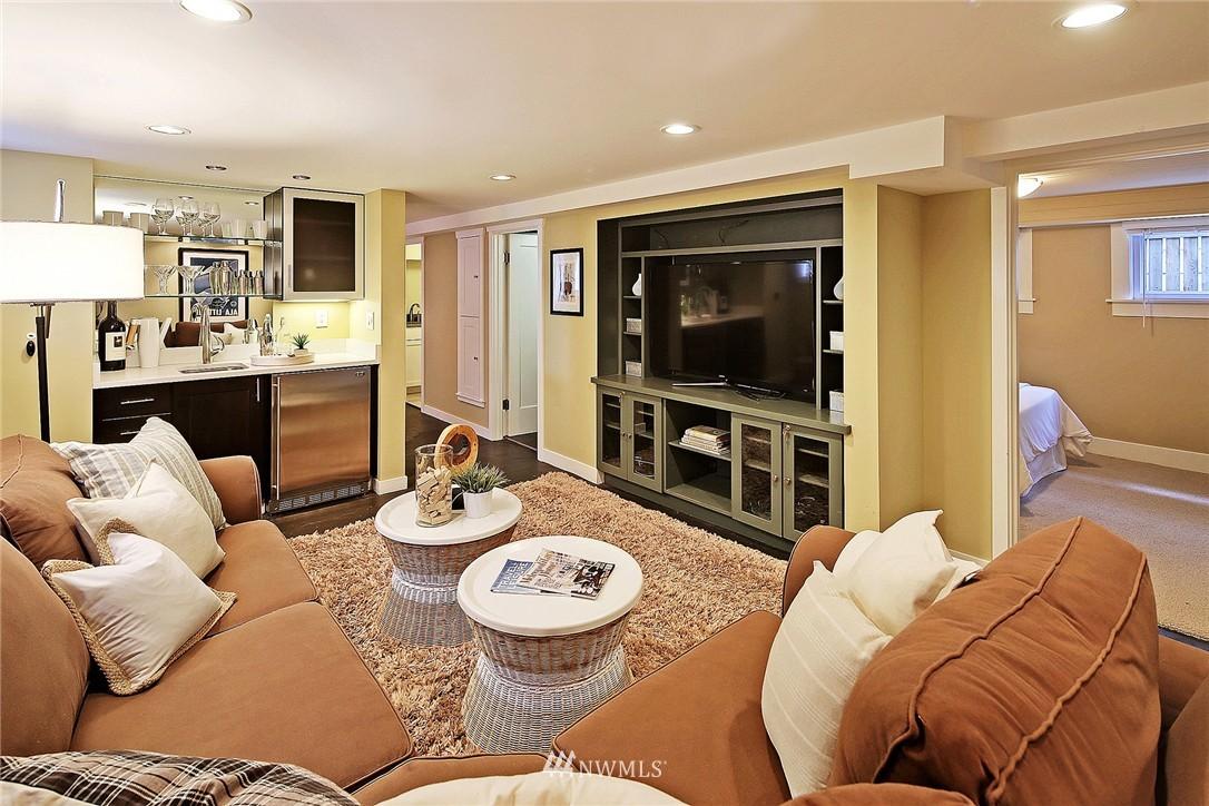 Sold Property   418 N 61st Street Seattle, WA 98103 17
