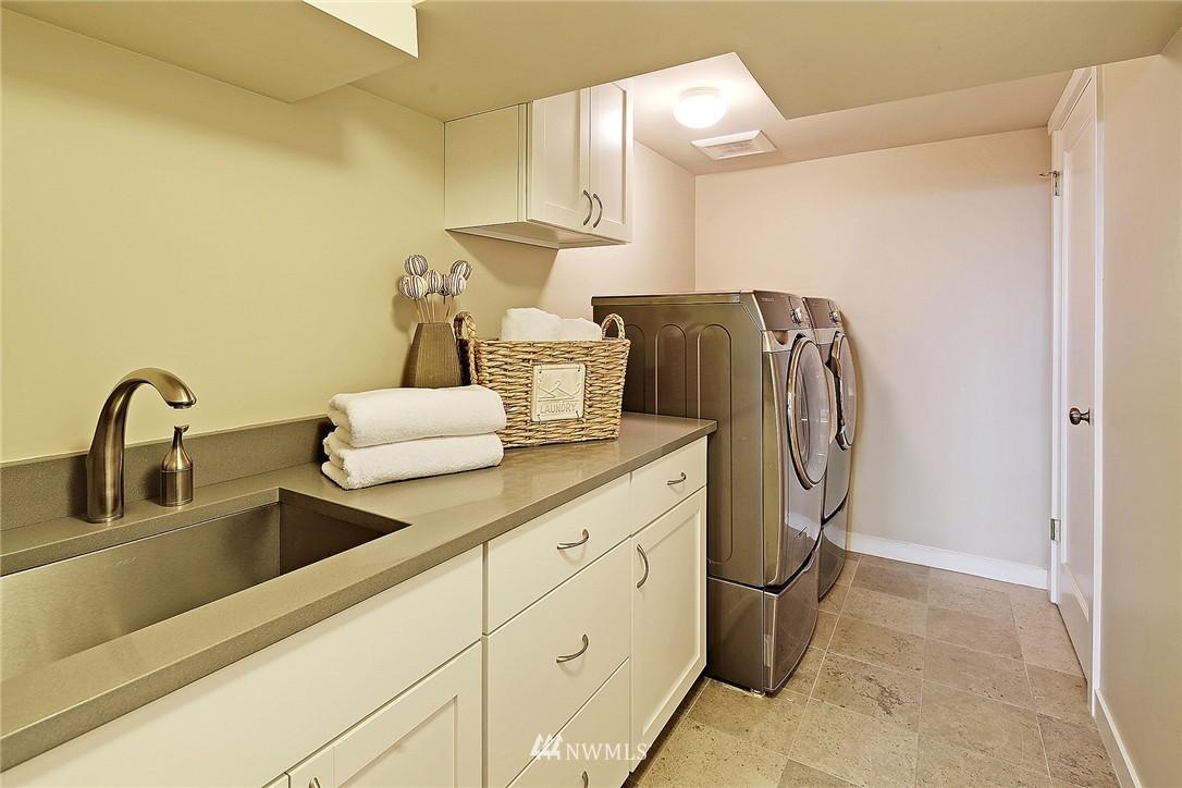 Sold Property   418 N 61st Street Seattle, WA 98103 18