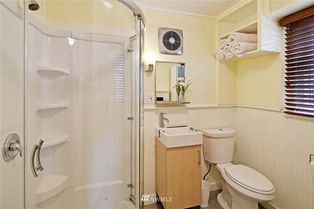 Sold Property   418 N 61st Street Seattle, WA 98103 24