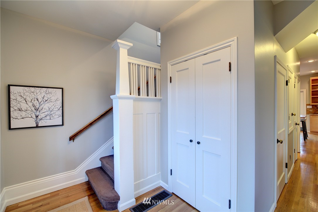 Sold Property | 2223 4th Avenue N Seattle, WA 98109 11