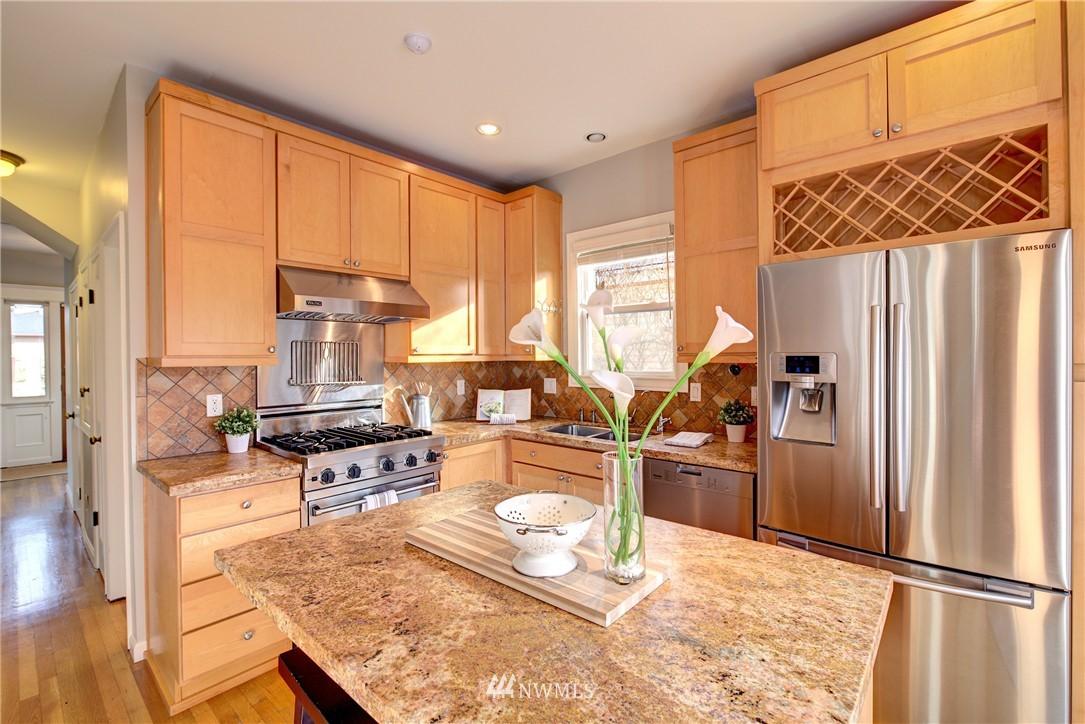 Sold Property | 2223 4th Avenue N Seattle, WA 98109 7