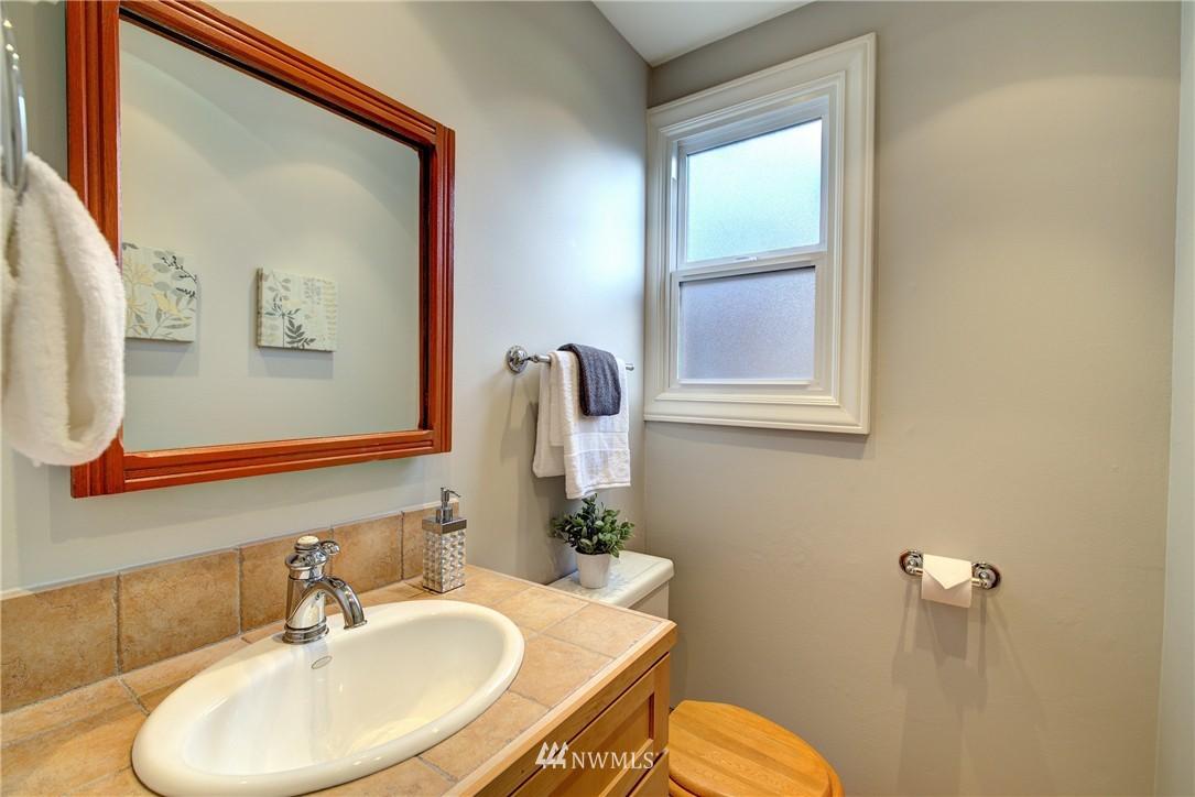 Sold Property | 2223 4th Avenue N Seattle, WA 98109 10