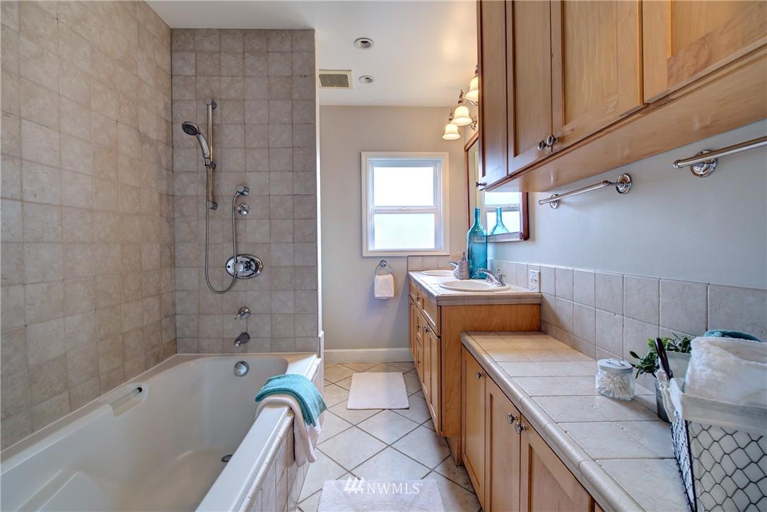 Sold Property | 2223 4th Avenue N Seattle, WA 98109 16